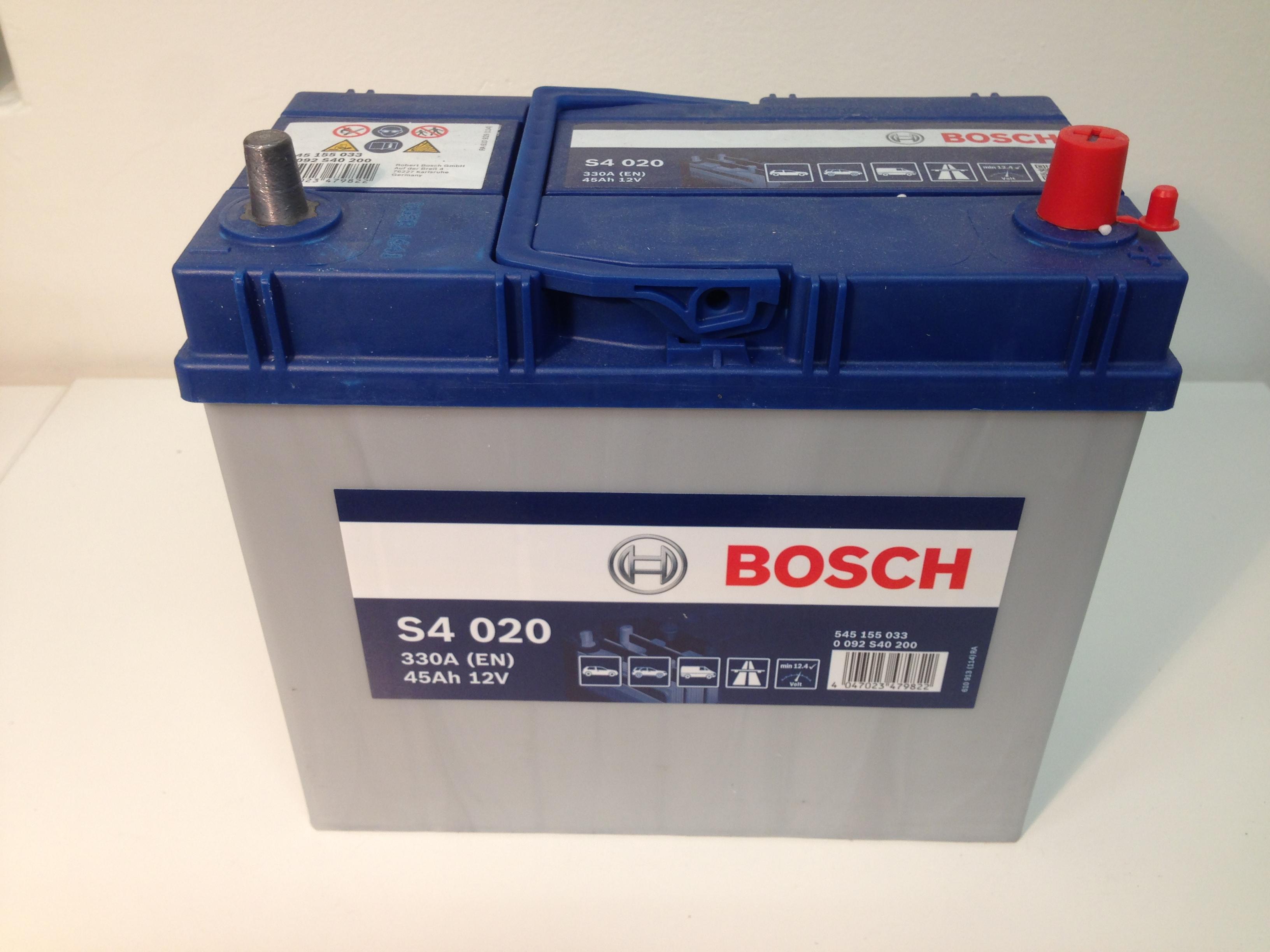 BOSCH-S4--12V--45-Ah-jobb--normal-auto-akkumulator-azsia